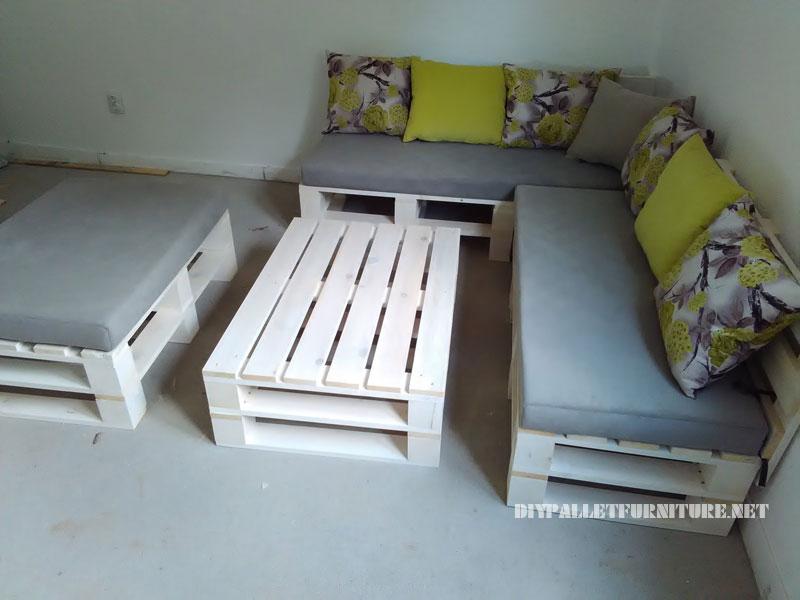 Canapé, feuilletée et table de palettes convertible en lit 2