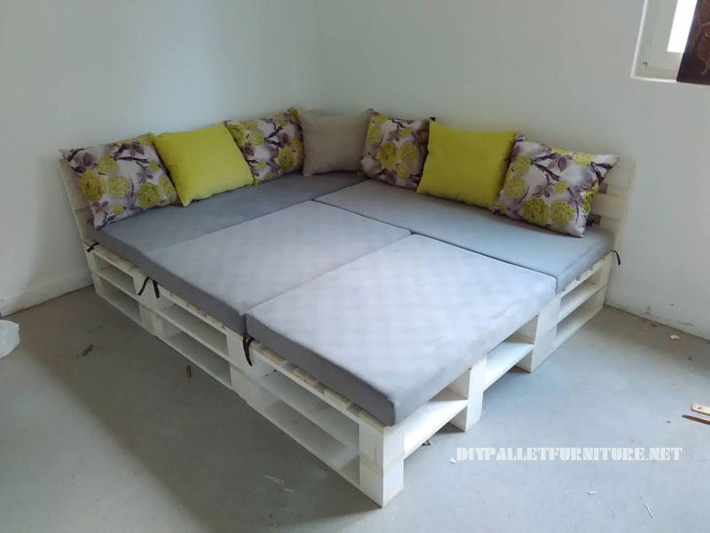 Canapé, feuilletée et table de palettes convertible en lit 3