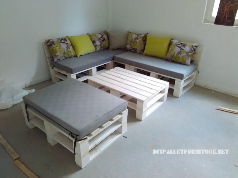 Canapé, feuilletée et table de palettes convertible en lit 4
