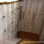 Grande salle de bain fait avec palettes