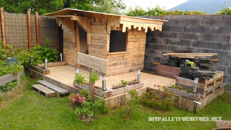Maison pour les enfants construite avec des palettes planches 1