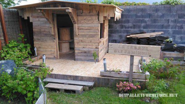 Maison pour les enfants construite avec des palettes planches 4