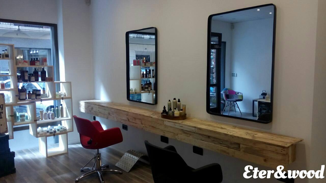 Barber meubl avec des palettes meuble en palette meuble for Fabriquer une coiffeuse meuble