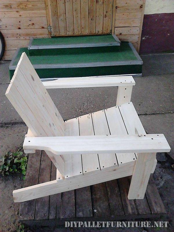Chaise de jardin avec palettesmeuble en palette meuble en palette for Chaise de jardin en palette
