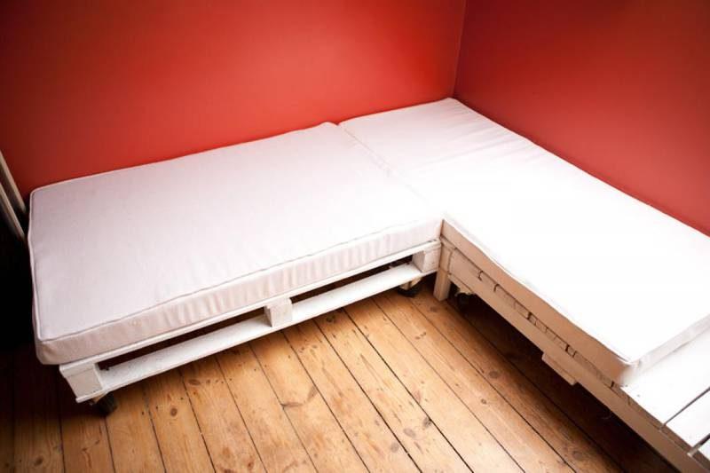 Comment faire un canap avec des palettes en 3 tapes 2meuble en palette meuble en palette - Comment faire un canape en palette ...