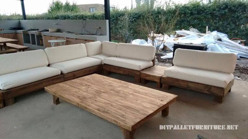 Espace barbecue meublé avec palettes 1