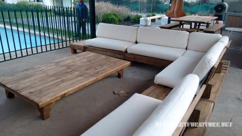 Espace barbecue meublé avec palettes 2