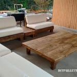 Espace barbecue meublé avec palettes