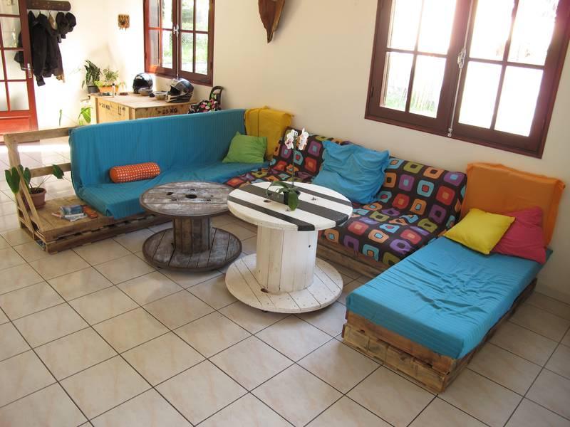 Facile salon meublé avec des palettes 1