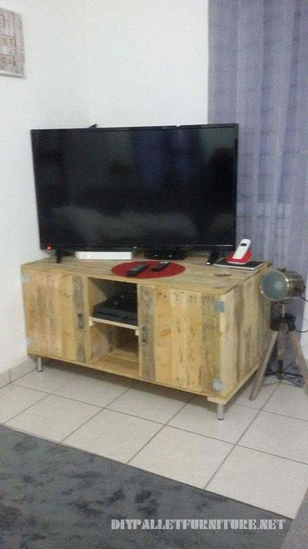 Meuble tv avec palettes 1meuble en palette meuble en palette for Meuble de palette