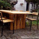Table et chaises de jardin gazebo avec des palettes