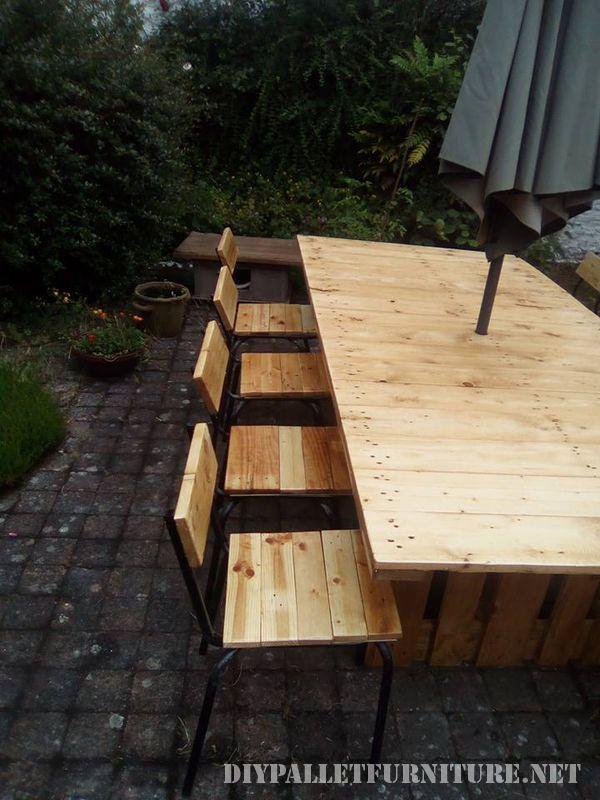 Table et chaises de jardin gazebo avec des palettes 3