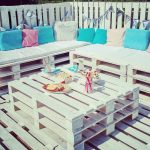 Chill-out et terrasse extérieure avec des palettes