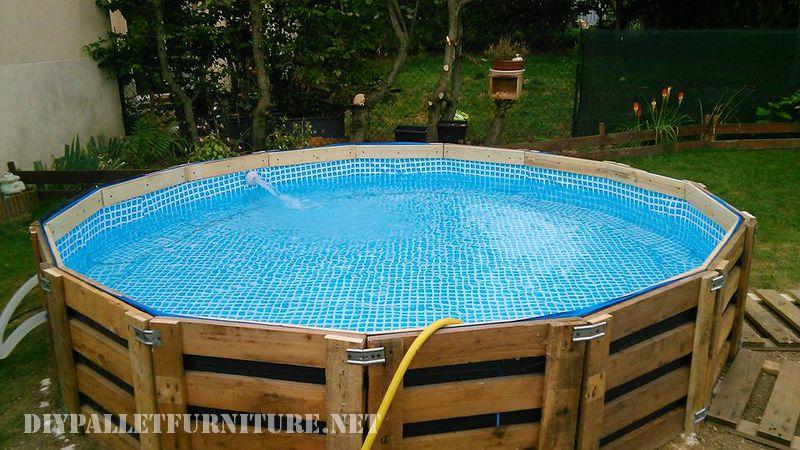 piscine construite avec des palettesmeuble en palette meuble en palette. Black Bedroom Furniture Sets. Home Design Ideas
