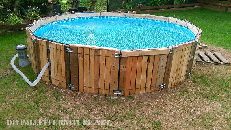 Piscine construite avec des palettesmeuble en palette meuble en palette - Swimmingpool aus paletten ...