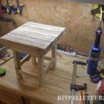 Petite table de palettes