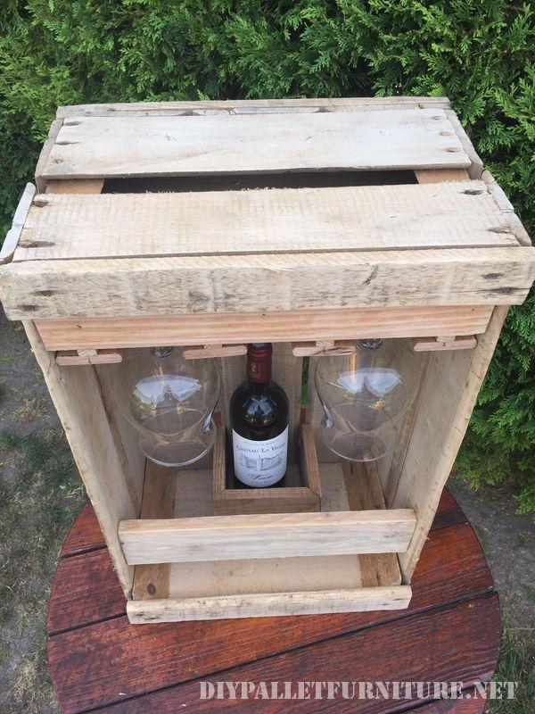 Set aficionado de vin avec une boîte de fruits 4