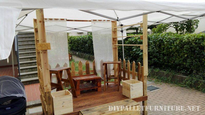 stands-pour-salons-construits-avec-des-palettes-4