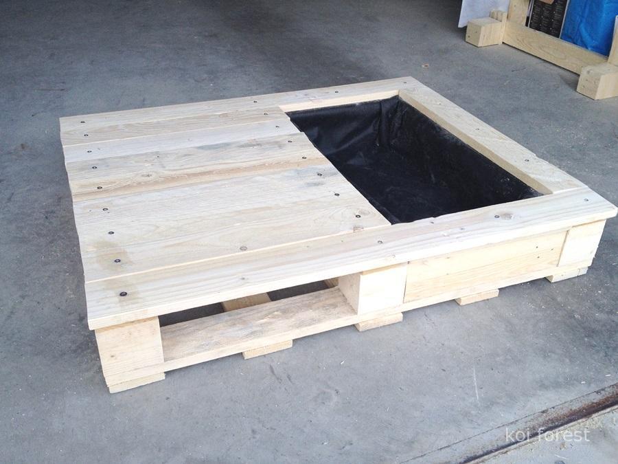 table-et-jardiniere-pour-le-chat-avec-une-palette-6