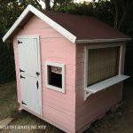 Playhouse pour les enfants construits avec des palettes