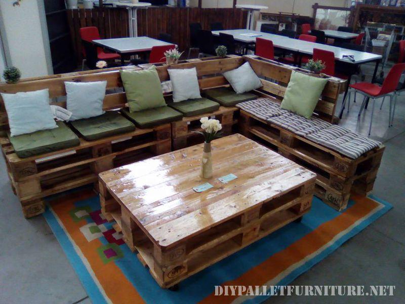 Canap salon table faite avec palettes meuble en palette - Table de salon avec palette ...