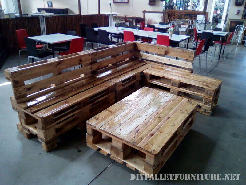 canape-salon-table-faite-avec-palettes-3