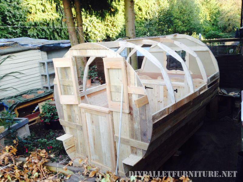 caravan-faite-avec-palettes-999-planches-2