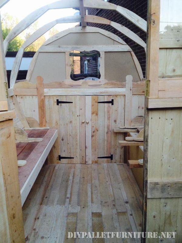 caravan-faite-avec-palettes-999-planches-3
