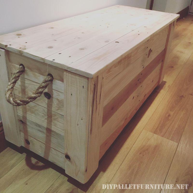 Coffre fantastique fait avec palettes meuble en palette Coffre terrasse bois