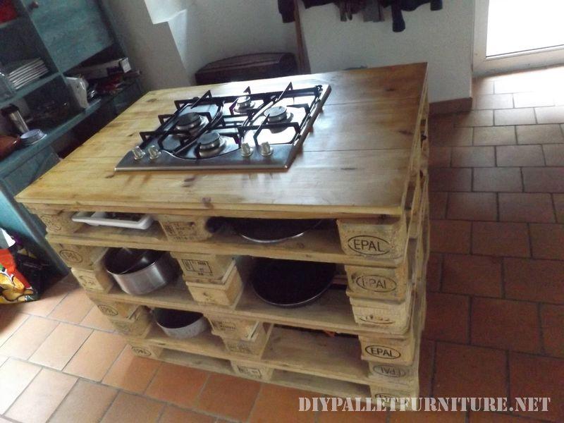 Comptoir de cuisine avec un po le en palettesmeuble en - Meuble de cuisine en palette ...