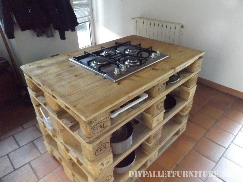 comptoir-de-cuisine-avec-un-poele-en-palettes-2