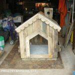 Petite maison pour les chiens avec des palettes