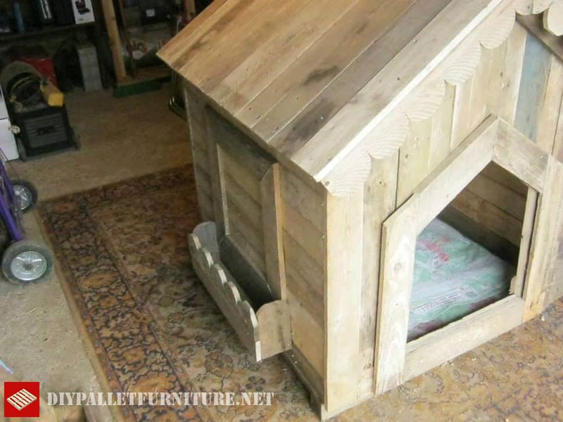 Petite maison pour les chiens avec des palettes 2meuble en for Petite maison pour chien