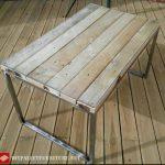 Table avec structure en acier et palettes