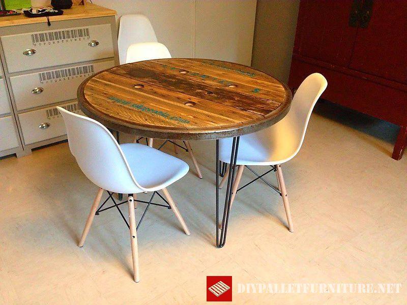 tables-en-utilisant-le-haut-dune-bobine-en-bois-1