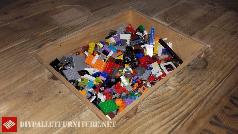 lego table a jouer 4meuble en palette meuble en palette. Black Bedroom Furniture Sets. Home Design Ideas