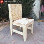 Chaise fabriquée avec des restes de palettes