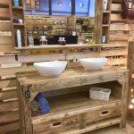 Meuble de salle de bain et miroir avec palettes