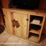 Petit armoire avec palettes pour TV