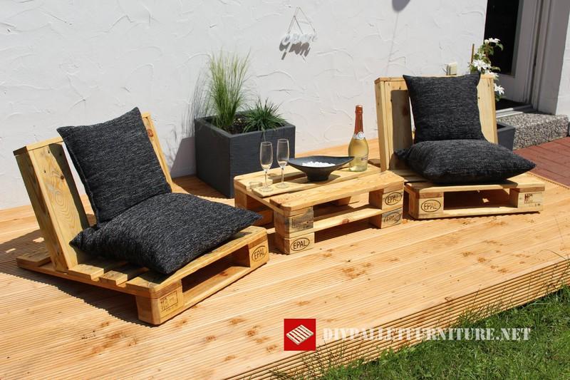 Chaises de jardin et petite table avec juste quelques europalettesmeuble en p - Petite table et chaise de jardin ...