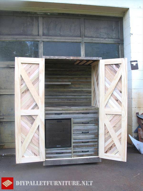 armoire palettesmeuble en palette meuble en palette. Black Bedroom Furniture Sets. Home Design Ideas