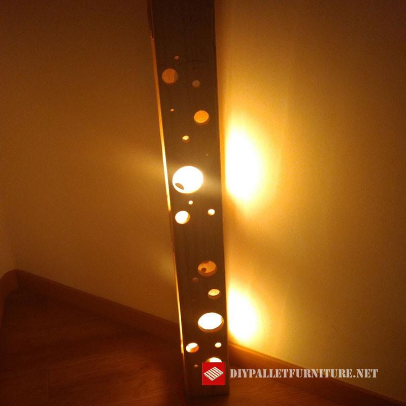 lampadaire fabriqu avec palettesmeuble en palette meuble en palette. Black Bedroom Furniture Sets. Home Design Ideas