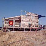 Structure de maison faite de palettes en bois