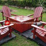 Chaises Adirondack et table pour le jardin