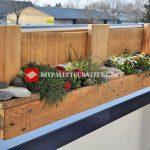 Jardinière pour le balcon construit avec des palettes