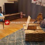 Table créée avec des planches en bois