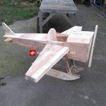 Jouet avion fabriqué avec des palettes