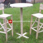 Table et bancs avec bois récupéré