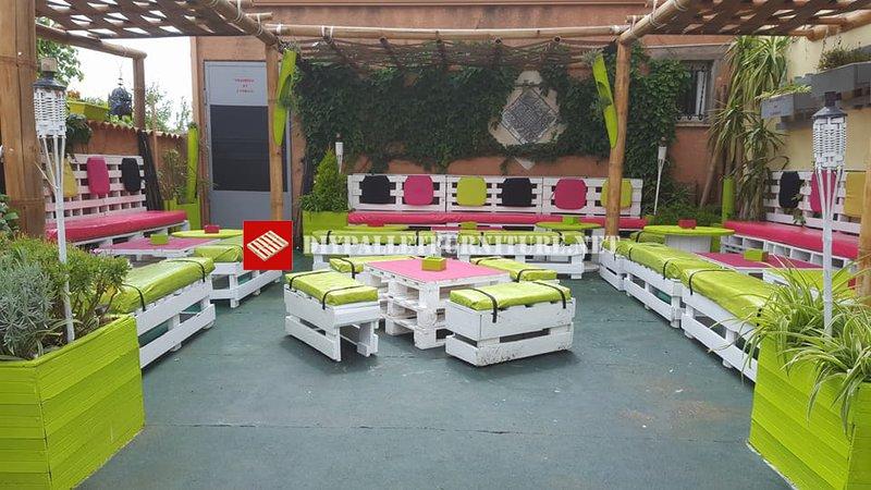 Terrasse d cor e avec des palettesmeuble en palette for Terrasse de jardin en palette