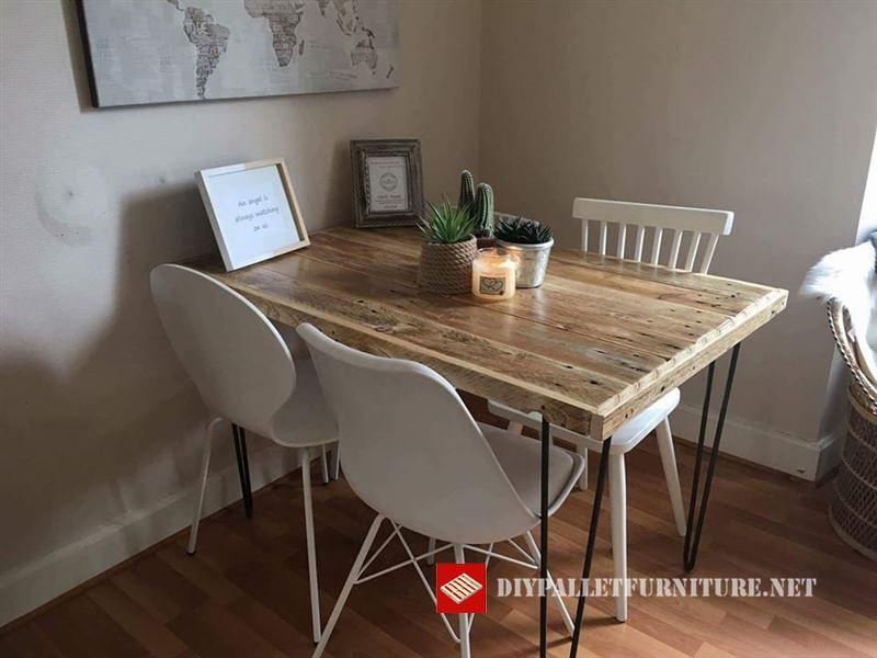 petite table mangermeuble en palette meuble en palette. Black Bedroom Furniture Sets. Home Design Ideas